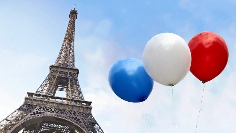 Tour Eiffel Paris ballon bleu blanc rouge