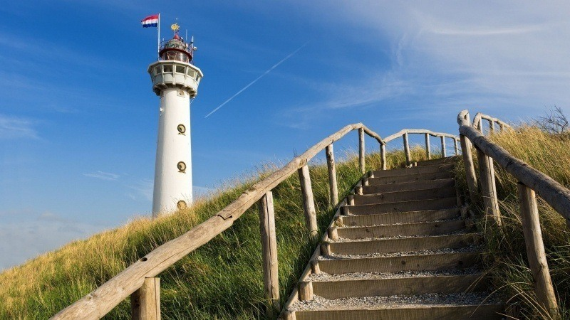 escalier bois digue dune phare Hollande photo
